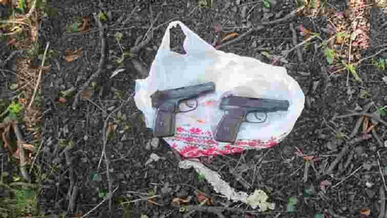 У львівському парку Івана Франка знайшли два пістолети, викрадені в «Ніч гніву»