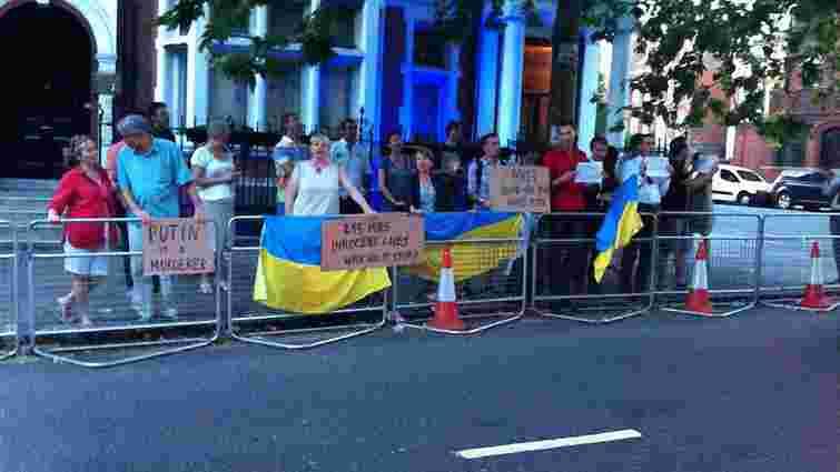 Закордонні українці влаштовують мітинги через збитий над Донеччиною літак