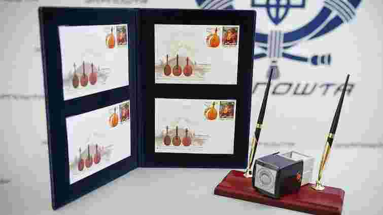 Укрпошта презентувала поштові марки «Козак Мамай» та «Кобза»