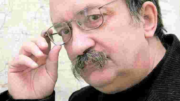 Проросійські молодики побили відомого українського письменника