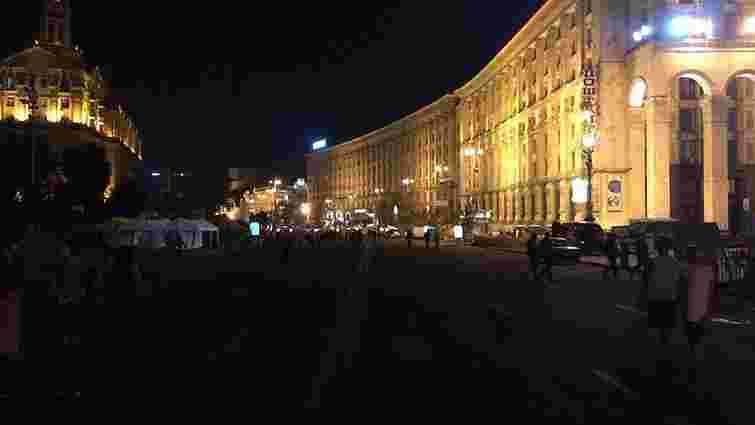 """Майдан дійсно вільний від наметів та барикад, але """"йолку"""" не чіпали"""