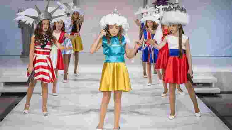 Під час дитячого показу мод у Москві показали «самогубство України»