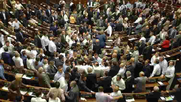 Рада таємним голосуванням прийняла закони Порошенка по Донбасу