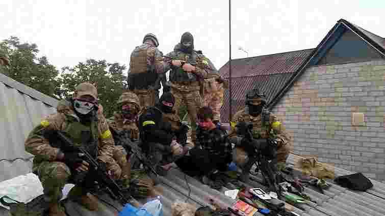 Бійці батальйону «Азов» затримали групу диверсантів і ведуть бій з бойовиками під Маріуполем