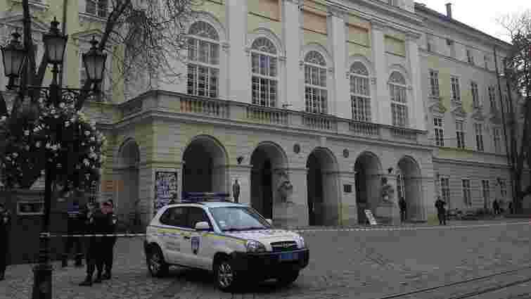 З львівської ратуші евакуювали чиновників і відвідувачів