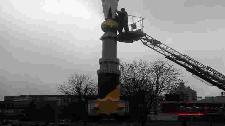 У Львові демонтують незаконно встановлений пам'ятник Небесній Сотні