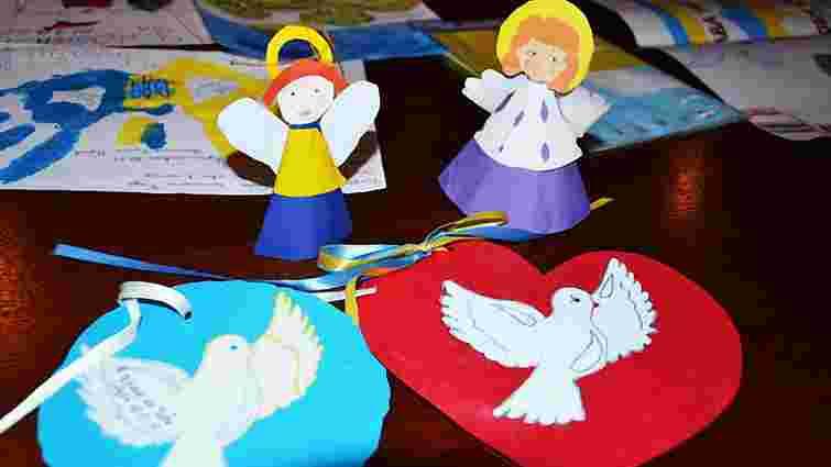 Львівським міліціонерам у зоні АТО передали різдвяні подарунки від дітей