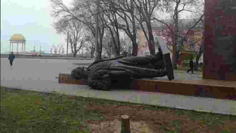 У Бердянську за день знесли два пам'ятники Леніну