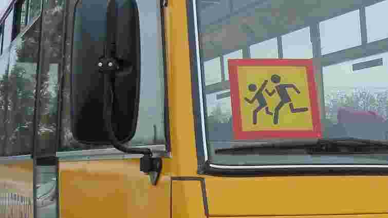 На Сумщині вантажівка зіткнулася із шкільним автобусом, 11 дітей травмовані