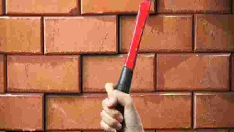 Львів'янин напідпитку розібрав частину стіни та заліз у сусідню квартиру