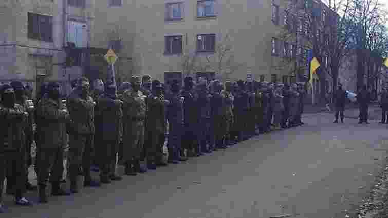 На Донбас вирушили 64 добровольці полку «Азов»