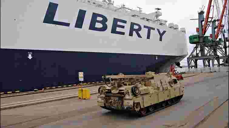 США надали Латвії 120 одиниць бронетехніки