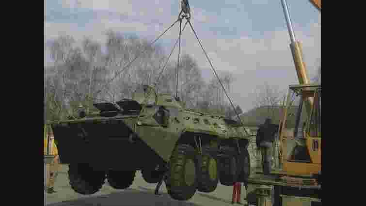 Бориславські волонтери відремонтують бронетранспортер для львівських десантників