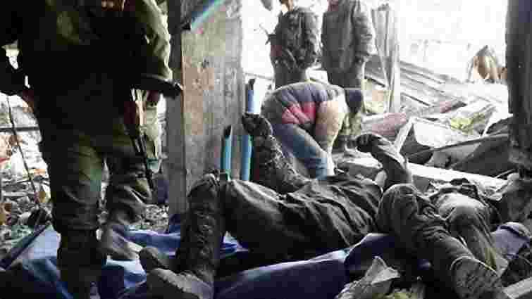 ДНР використовує полонених для пошуку тіл загиблих у донецькому аеропорту