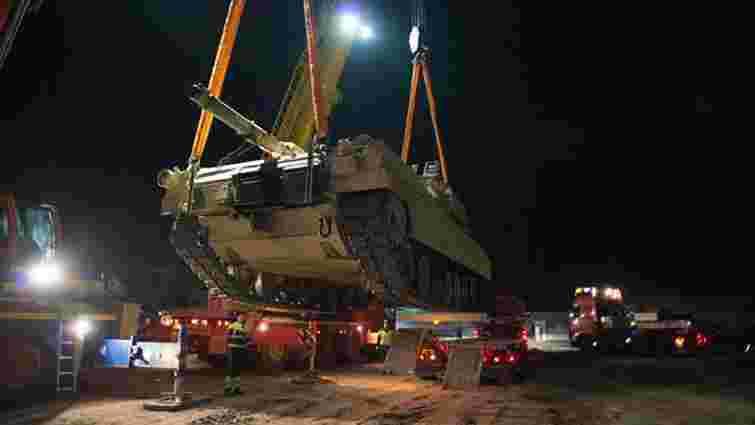 До Естонії прибувають американські танки і десантники