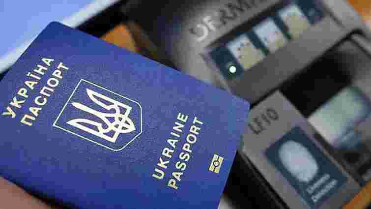 У посольствах перестали оформляти біометричні паспорти