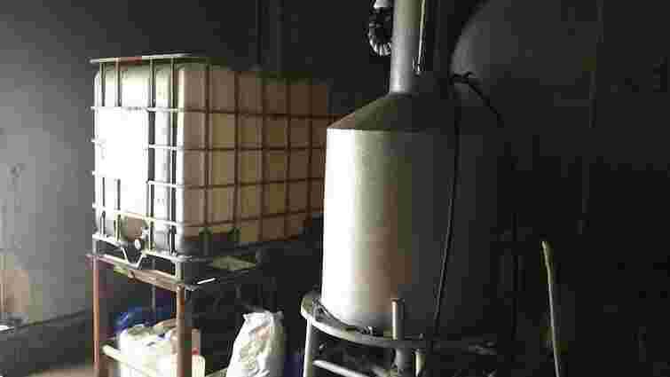 Міліція ліквідувала підпільний завод, який постачав спирт для ДНР