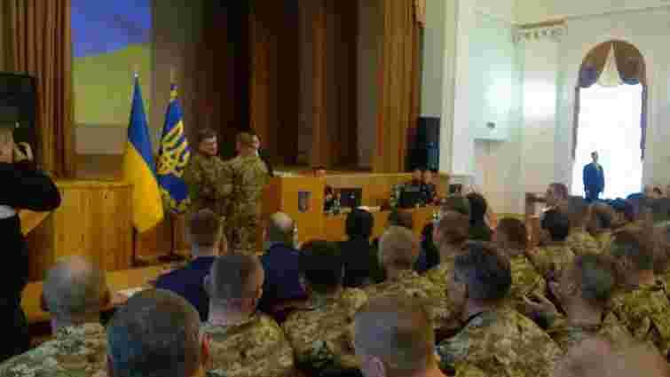 На зустрічі з комбатами у Порошенка стався курйоз з генералом армії США