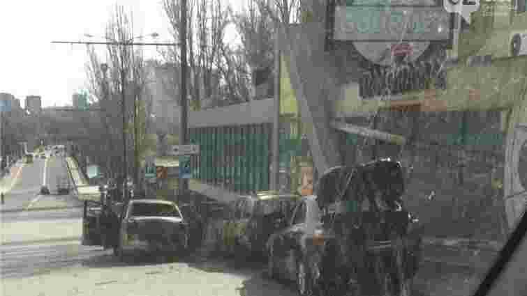 В Донецьку п'яні бойовики палили автомобілі і пошкодили кафе (фото)