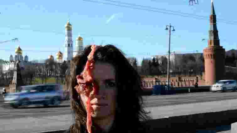 Українська художниця влаштувала антивоєнну акцію в центрі Москви