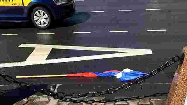 У Білорусі в День єднання з Росією зривають російські прапори