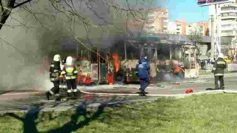 Під час пожежі у львівському тролейбусі отруївся водій