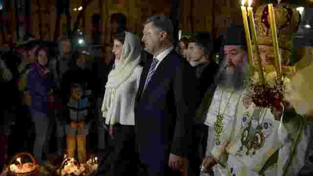 Порошенко в ніч на Великдень відвідав три храми: розпочав з УПЦ КП