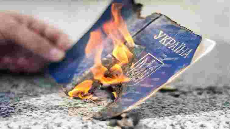 На Львівщині засудили чоловіка, який у військкоматі порвав і спалив свій військовий квиток