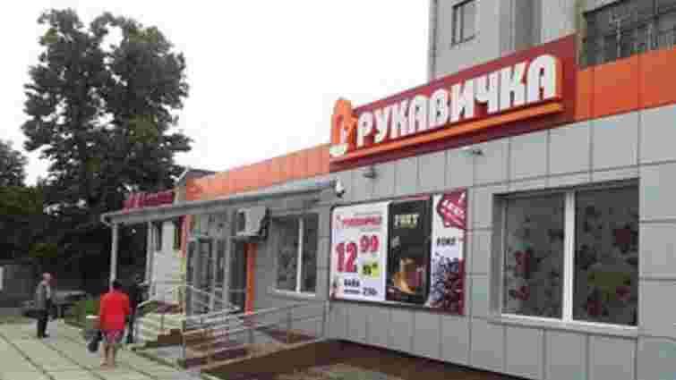 У львівському супермаркеті пояснили ситуацію із переклеюванням дати виготовлення на продукції