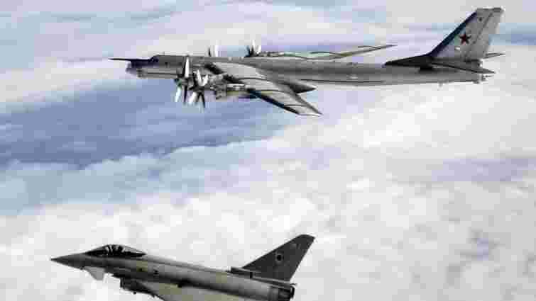 Британські винищували перехопили російські бомбардувальники