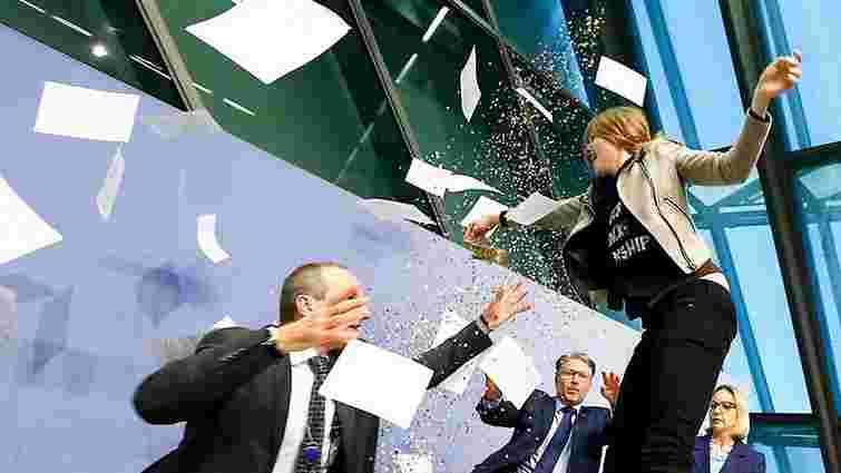 Активістка Femen намагалася зірвати прес-конференцію голови ЄЦБ
