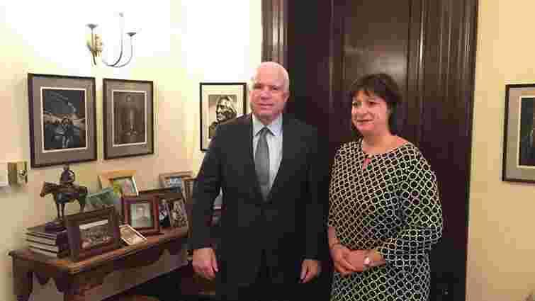 Міністр фінансів України попросила американського сенатора допомогти озброїти Україну