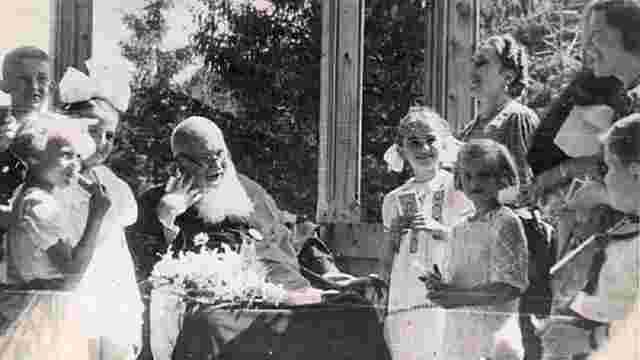 У Львові діти у пам'ять про митрополита Андрея Шептицького висадять фруктовий сад