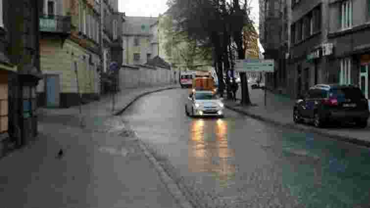 Вранці на вулиці у центрі Львова знайшли муляж гранати