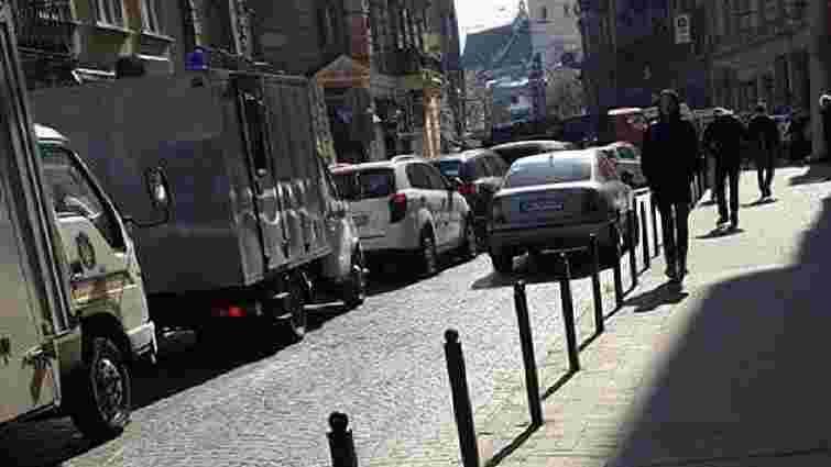 На просп. Свободи у Львові великий корок, водіїв просять оминати центр міста