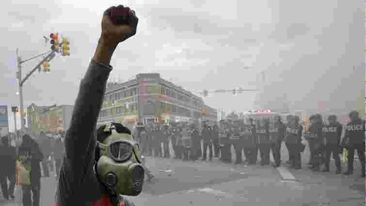 В американському місті Балтімор почалися масові сутички з поліцією