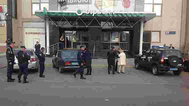 У Миколаєві у жінки викрали сумку із 7 мільйонами гривень