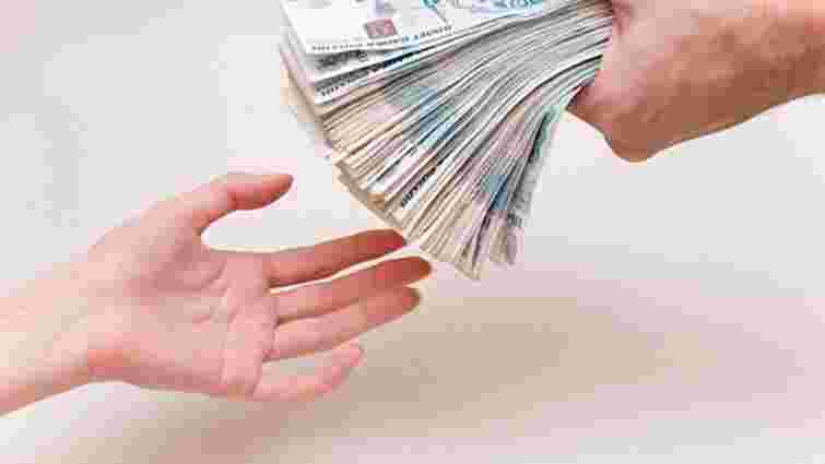 Експерти Bloomberg вважають рубль переоціненим