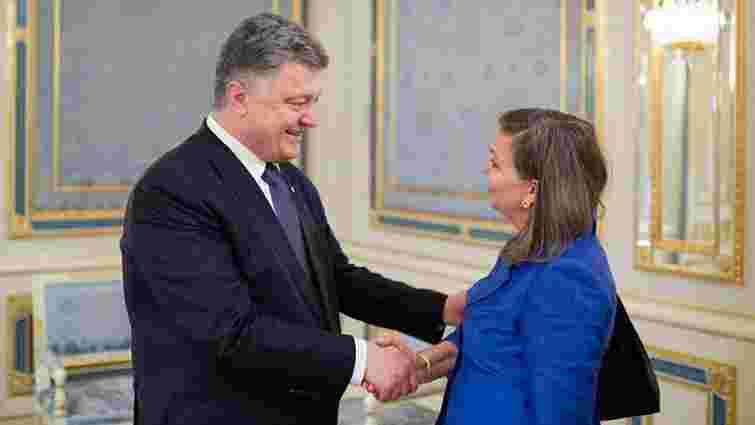 Петро Порошенко і Вікторія Нуланд обговорили ситуацію на Донбасі