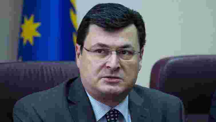 Міністр охорони здоров'я похвалився, що має три паспорти