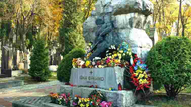 Почесний консул Нідерландів обурений, що могилу Франка реставрують поляки