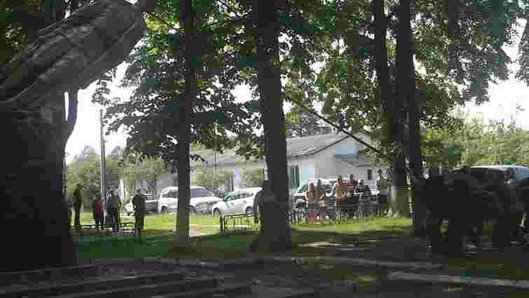 На Рівненщині «Правий сектор» зніс пам'ятник Дзержинському