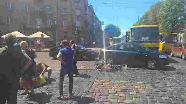 У Львові маршрутка збила велосипедиста