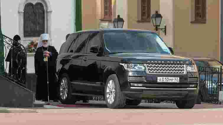 Митрополит Білорусі їздить на позашляховику з російськими номерами