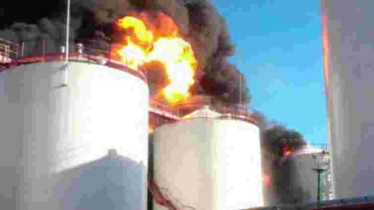 Під Києвом загорілася нафтобаза, 4 людей травмовані