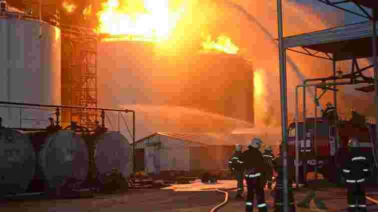 Пожежу на нафтобазі під Києвом гаситимуть щонайменше ще 2 доби