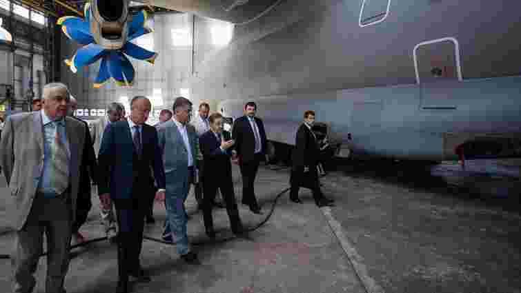 Порошенко: Хочу бачити в державному оборонному замовленні на 2016 рік продукцію «Антонова»