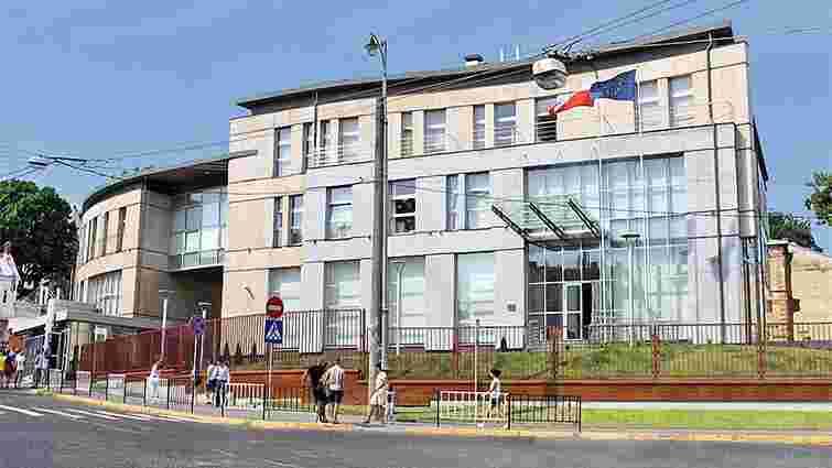 Польське консульство у Львові припинило прийом візових анкет на шенгенські візи