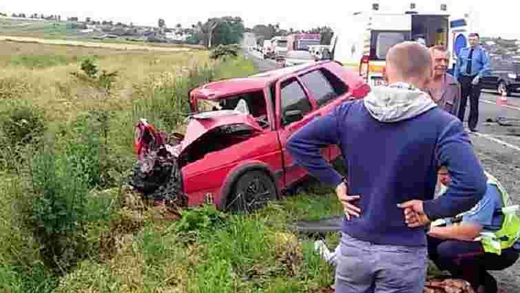 На Жовківщині водій легковика зіткнувся із вантажівкою: є потерпілі