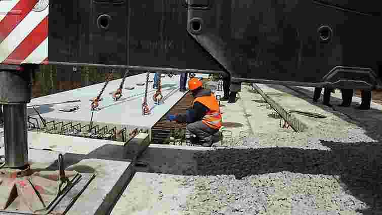 Будівельники відновили аварійний міст на західному об'їзді Львова